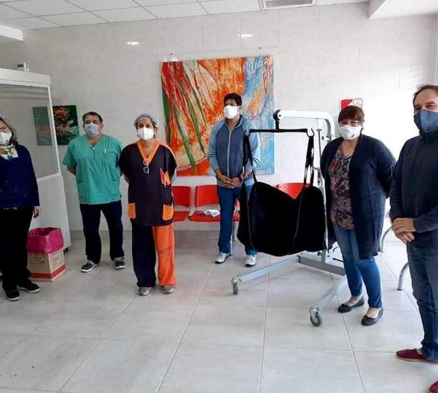 La Cooperadora del Hospital dona un Elevador de Personas