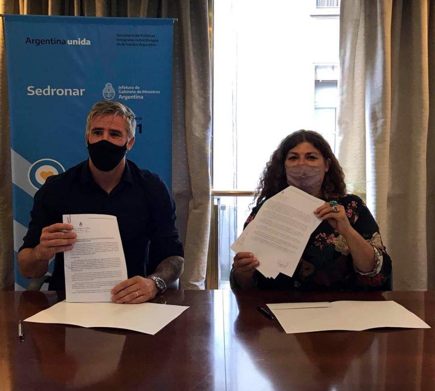 Firma de convenio con Navarro para abordaje local y comunitario de las adicciones