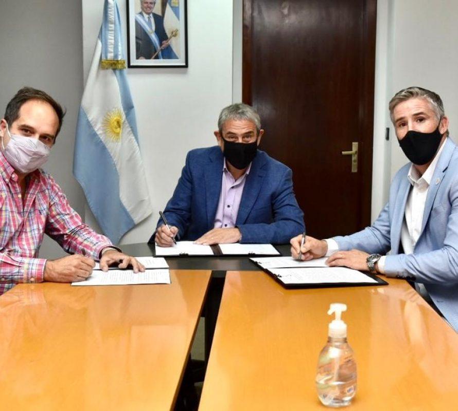 Firma de convenios para viviendas en Navarro