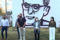 La imagen de Arturo Frondizi permanecerá frente al Parque Industrial de Navarro
