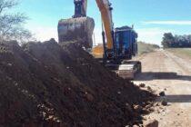 Continúan los trabajos en los caminos rurales y rutas de Navarro