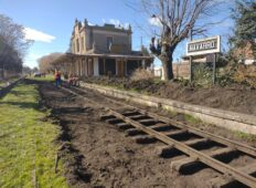 Diego Barrado recorrió las obras de reparación y puesta en valor de las vías del ferrocarril