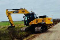 Intensos trabajos en los caminos rurales de Navarro