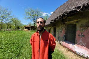 Bernabé, vecino de la Ecovilla, cuenta el triste episodio del asalto en el predio
